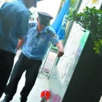 cat animal abuse shenzhen security guard hospital journalist beaten attack