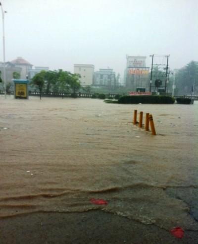 shenzhen flooding rain bad weather