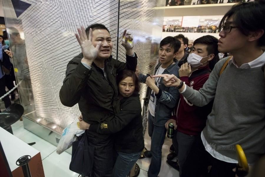 hong kong mainland shopper tourist protest